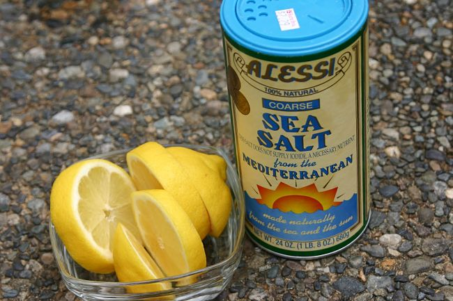 Salt and lemon juice is a powerful homemade remedy for cleaning copper
